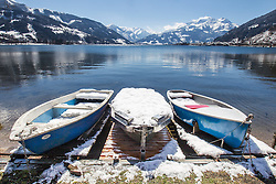 THEMENBILD - Boote am Ufer mit Schnee bedeckt am Zeller See, aufgenommen am 03. April 2015, am Zeller See, Zell am See, Oesterreich // Boats on the lakeshore covered with snow on the Zeller lake, Zell am See, Austria on 2015/04/03. EXPA Pictures © 2015, PhotoCredit: EXPA/ JFK