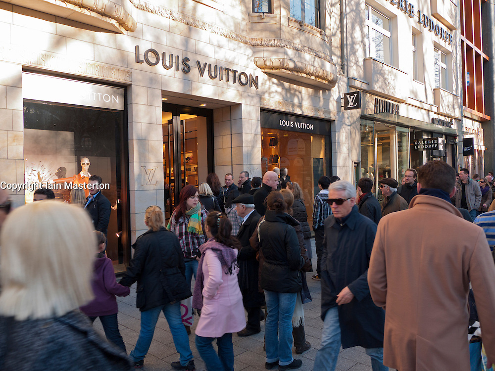 Crowds of shoppers on upmarket shopping street Konigsallee in Dusseldorf in  Germany