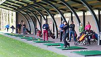 LOCHEM -   Golfles op de Driving Range van Tim Nijenhuis. Lochemse Golf Club De Graafschap. COPYRIGHT KOEN SUYK
