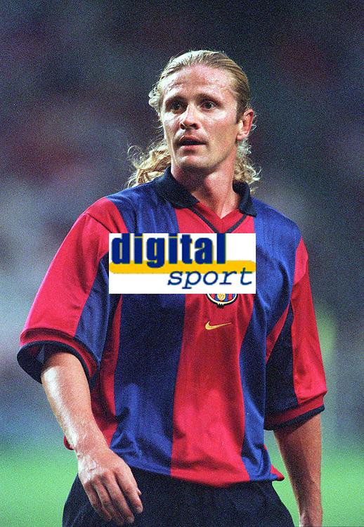 Emmanuel Petit (Barcelona). Arsenal v FC Barcelona, The Amsterdam Tournament, Amsterdam Arena, Holland, 3/8/2000. Credit Colorsport / Stuart MacFarlane.