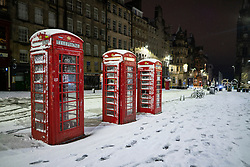 Edinburgh, Scotland, UK. 21 January 2020. Scenes taken between 4am and 5am in Edinburgh city centre after overnight snow fall. The Royal Mile in the Old town. Iain Masterton/Alamy Live News