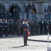 NLD/Den Haag/20180831 - Koninklijke Willems orde voor vlieger Roy de Ruiter, salueert