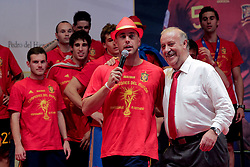 12.07.2010, Madrid, Spanien, ESP, FIFA WM 2010, Empfang des Weltmeisters in Madrid, im Bild Pepe Reina als Moderator und Spasskanone mit Trainer Vicente del Bosque, EXPA Pictures © 2010, PhotoCredit: EXPA/ Alterphotos/ Acero / SPORTIDA PHOTO AGENCY