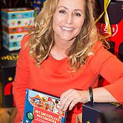 NLD/Amsterdam/20151120 - Angela Groothuizen lanceert het grote Sinterklaas Meezingboek , Angela Groothuizen