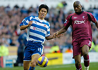Photo: Gareth Davies.<br />Reading v Bolton Wanderers. The Barclays Premiership. 02/12/2006.<br />Reading's Seol Ki-Hyeon (L) challenges with Bolton's Abdoulaye Meite (R) for the ball.