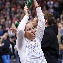 Hamburg, 26.12.16, Sport, Handball, Weltrekordspiel, 3. Liga Nord, Saison 2016/2017, Handball Sport Verein Hamburg - DHK Flensborg : Jubel nach Sieg Fans<br /> <br /> Foto © PIX-Sportfotos *** Foto ist honorarpflichtig! *** Auf Anfrage in hoeherer Qualitaet/Aufloesung. Belegexemplar erbeten. Veroeffentlichung ausschliesslich fuer journalistisch-publizistische Zwecke. For editorial use only.