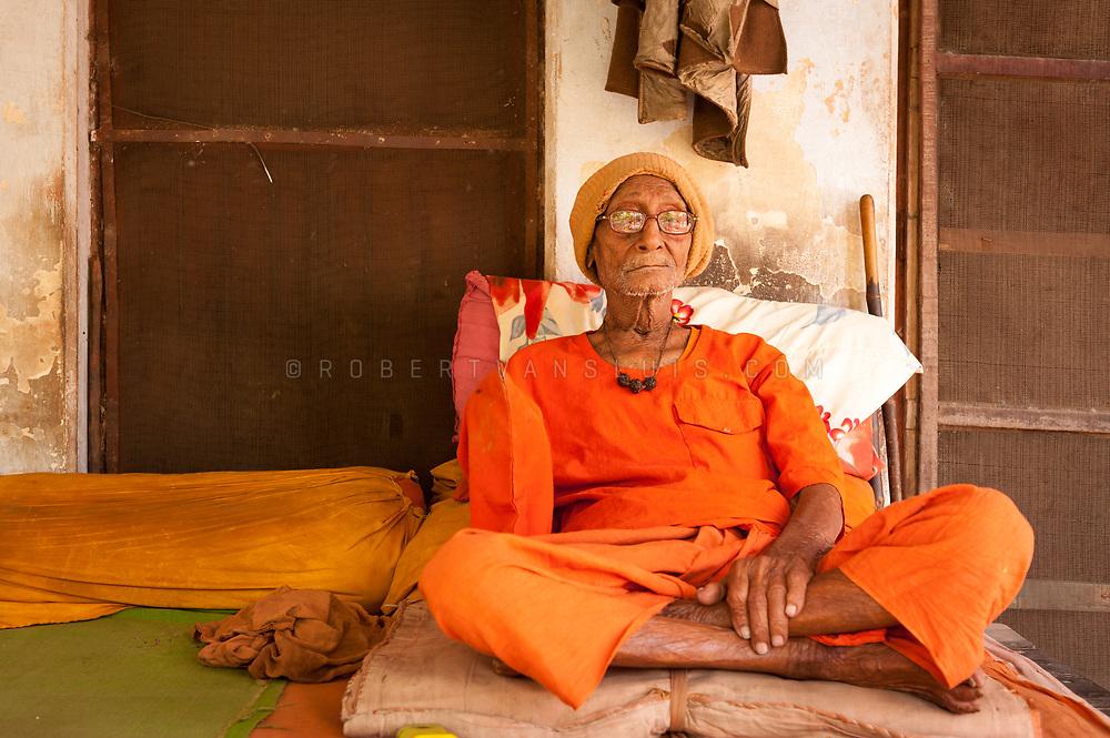 Portrait of a sannyasin at the Mumukshu Bhawan hospice in Varanasi, India. Photo © robertvansluis.com