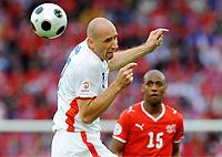 Fotball , 7. juni 2007 , EM Sveits - Tsjekkia<br /> v.l. Jan Koller , Gelson Fernandes Schweiz<br /> EURO 2008 Vorrunde Schweiz - Tschechien<br /> <br /> Norway only