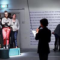 Nederland, Amsterdam , 27 februari 2014.<br /> Speltest van theatervoorstelling RULE van Emke Idema een productie  van Frascati Producties & Grand Theatre bij DasArts Mauritskade 56.<br /> RULE is een theatervoorstelling die wordt gespeeld met publiek (en zonder acteurs).<br /> Foto:Jean-Pierre Jans