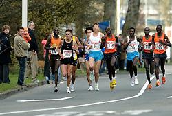 09-04-2006 ATLETIEK: FORTIS MARATHON: ROTTERDAM<br /> De 26e editie van de marathon van Rotterdam - De 2de kopgroep met oa Kamiel Maase<br /> ©2006-WWW.FOTOHOOGENDOORN.NL
