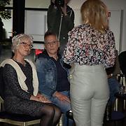 NL/Amsterdam/20200925 - Boekpresentatie Fien Vermeulen, Fien Vermeulen  in gesprek met haar ouders