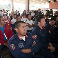 """TOLUCA, Mexico.- La asociacion """"Team Fenix"""", entrego equipos, usados por departamentos de bomberos en Estados Unidos, donados al cuerpo de bomberos de esta ciudad. Agencia MVT / Mario Vazquez de la Torre. (DIGITAL)"""
