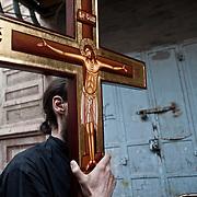 Jérusalem, israël, le vendredi 22 avril 2011 - Une procession du chemin de croix sur la via dolorosa (chemin qu'a emprunté Jésus avant d'être crucifié).