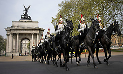 ** CAPTION CORRECTION. LOCATION IS WELLINGTON ARCH AT HYDE PARK CORNER** © Licensed to London News Pictures. 23/04/2019. London, UK. Members of the Household Cavalry make this way past Wellington Arch at Hyde Park Corner in Westminster, central London on another warm morning. . Photo credit: Ben Cawthra/LNP
