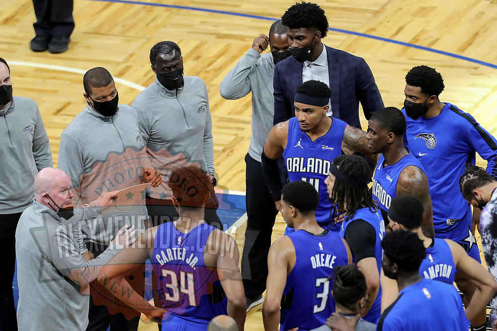 ORLANDO, FL - APRIL 18: Orlando Magic head coach Steve Clifford talks with his team against the Houston Rockets at Amway Center on April 18, 2021 in Orlando, Florida. NOTE TO USER: User expressly acknowledges and agrees that, by downloading and or using this photograph, User is consenting to the terms and conditions of the Getty Images License Agreement. (Photo by Alex Menendez/Getty Images)*** Local Caption *** Steve Clifford