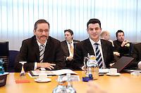 23 JAN 2006, BERLIN/GERMANY:<br /> Matthias Platzeck (L), SPD Parteivorsitzender, und Hubertus Heil (R), SPD Generalsekretaer, vor Beginn einer Sitzung des SPD Praesidiums, Willy-Brandt-Haus<br /> IMAGE: 20060123-01-009