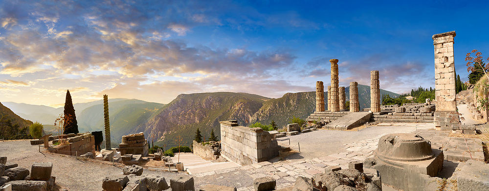 Doric coloums of Delphi Temple of Apollo. and ruins of Delphi archaeological site, Delphi, Greece .<br /> <br /> If you prefer to buy from our ALAMY PHOTO LIBRARY  Collection visit : https://www.alamy.com/portfolio/paul-williams-funkystock/delphi-site-greece.html  to refine search type subject etc into the LOWER SEARCH WITHIN GALLERY.<br /> <br /> Visit our ANCIENT GREEKS PHOTO COLLECTIONS for more photos to download or buy as wall art prints https://funkystock.photoshelter.com/gallery-collection/Ancient-Greeks-Art-Artefacts-Antiquities-Historic-Sites/C00004CnMmq_Xllw