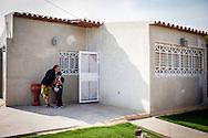 Manuel Alejandro Romero espera junto a su madrina, Nilda Marquez frente a la casa de un vecino. Gracias a FundaHigado, en junio de 2012, recibió un trasplante de higado que le permite disfrutar de la vida. Maracaibo, Venezuela 20 y 21 Oct. 2012. (Foto/ivan gonzalez)