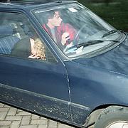 NLD/Heiligelandstichting/19941224 - Posten bij ouderlijk huis familie Emily Bremers, nieuwe partner Willem - Alexander,