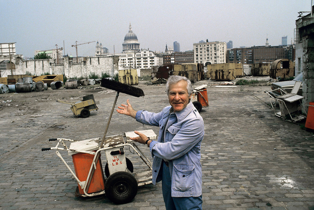 Sam Wanamaker, American film director and actor seen on the site of the new Shakespeare's Globe Theatre, London, UK in 1985.He wasthe visionary founder of the project. Photographed by Terry Fincher