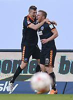 Fotball<br /> Tyskland<br /> 28.05.2015<br /> Foto: Witters/Digitalsport<br /> NORWAY ONLY<br /> <br /> 0:1 Jubel v.l. Jonas Meffert, Torschuetze Rouwen Hennings (KSC)<br /> Fussball Bundesliga, Relegation Hinspiel, Hamburger SV - Karlsruher SC
