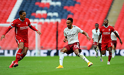 Virgil van Dijk of Liverpool competes with Pierre-Emerick Aubameyang of Arsenal- Mandatory by-line: Nizaam Jones/JMP - 29/08/2020 - FOOTBALL - Wembley Stadium - London, England - Arsenal v Liverpool - FA Community Shield