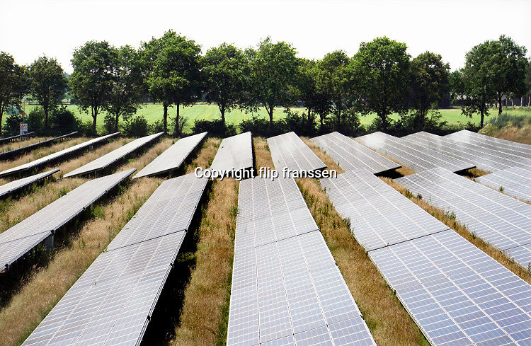 Nederland, Uden, 24-6-2019een veld zonnepanelen . Het is een perceel waar voorheen landbouw of veeteelt werd bedreven . Boerenland .Foto: Flip Franssen