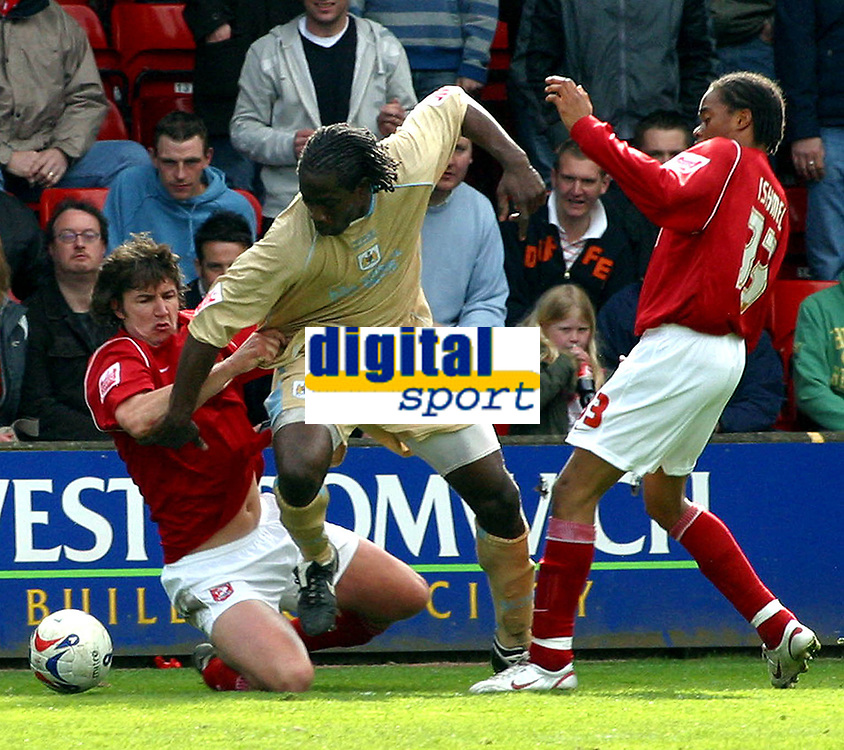 Photo: Dave Linney.<br />Walsall v Bristol City. Coca Cola League 1. 08/04/2006.<br />Bristol's Mark McCammon trys to find a way through the Walsall defence
