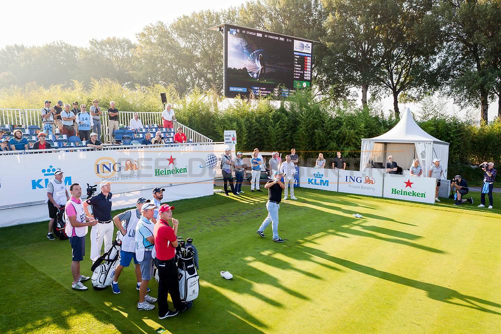 08-09-2016 Foto's van het KLM Open 2016, gespeeld van 8 t/m 11 september 2016 op The Dutch in Spijk. Donderdag:<br />  Foto: Martijn Paehlig tijdens Beat the Pro op hole 14.