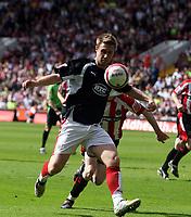 Photo: Mark Stephenson/Richard Lane Photography. <br /> Sheffield United v Cardiff City. Coca-Cola Championship. 19/04/2008. <br /> Bristol's Lee Trundle on the ball