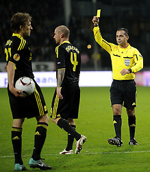 30-09-2010 VOETBAL: UTRECHT - LIVERPOOL: UTRECHT<br /> Utrecht and Liverpool play in New Galgenwaard a 0-0 game in Europa League group K / Raul Meireles get the yellow card from referee Duarte Gomes (POR) <br /> ©2010-WWW.FOTOHOOGENDOORN.NL