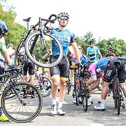 12-05-2018: Wielrennen: Ronde van Overijssel: Rijssen<br />crash, shute, valpartij, Maarten van Trijp