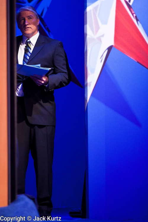 """22 FEBRUARY 2012 - MESA, AZ:      CNN anchor and debate moderator JOHN KING at the Arizona Republican Presidential Debate in the Mesa Arts Center in Mesa, AZ, Wednesday. It is the last debate before the Michigan and Arizona Republican primaries on Feb. 28 and """"Super Tuesday"""" on March 6.      PHOTO BY JACK KURTZ"""
