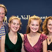 NLD/Utrecht/20170922 - Premiere documentaire A Family Quartet, Noa Wildschut en haar zus Avigal, moeder Liora en haar vader