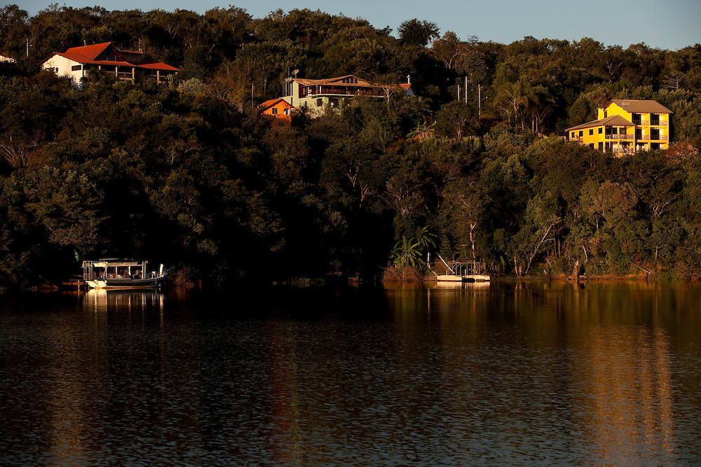 Varginha_MG, Brasil...Condominios de luxo e hoteis em expansao às margens do Lago de Furnas em Varginha, Minas Gerais..Luxury condominiums and hotels in expansion on the shores of Furnas Lake  in Varginha, Minas Gerais..Foto: LEO DRUMOND / NITRO