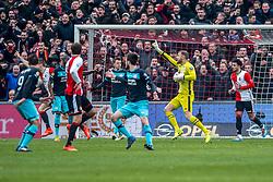 25-02-2017 NED: Feyenoord - PSV, Rotterdam<br /> 24e speelronde van seizoen 2016-2017, De Kuip / Jeroen Zoet of PSV scoort in zijn eigen doel en Feyenoord leidt met 2-1