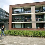 Nederland Rotterdam Deelgemeente prins alexander 06-06-2008 20080606 Foto: David Rozing ..Lageland, appartementen, straatbeeld wijk .Deelgemeente Prins Alexander is het op 1 na diepst / laag gelegen gebied in Nederland, het laagste punt in de deelgemeent is  6,67 meter beneden NAP, in laagland. Prins Alexander, second deepest area in the Netherlands, deepest point in this area, below sealevel: - 6,67m NAP...Foto: David Rozing