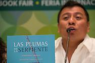 """Imágenes de la presentación del libro de Mardonio Carballo """"Las Plumas de la Serpiente""""."""