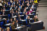 DEU, Deutschland, Germany, Berlin, 13.12.2017: Die Fraktion der AfD (Alternative für Deutschland) bei einer Abstimmung mit Handzeichen während einer Plenarsitzung im Deutschen Bundestag.