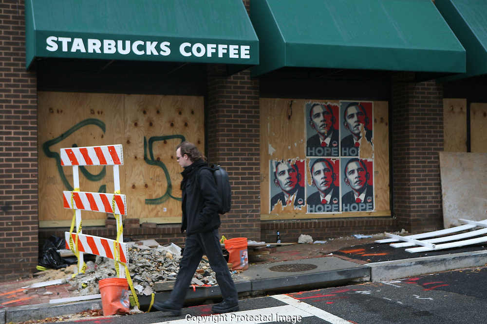 A closed Starbucks in Washington, DC on November 14, 2008.  Photo by Dennis Brack