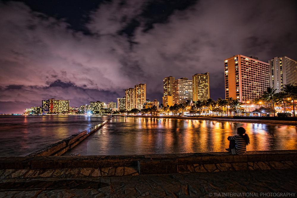 Honolulu - Waikiki Beach @ Night