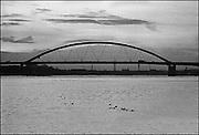 Nederland, Rotterdam, 20-10-1985De van Brienenoordbrug. Later werd een identieke brug ernaast geplaatst vanwege het toegenomen verkeer.Foto: Flip Franssen/Hollandse Hoogte
