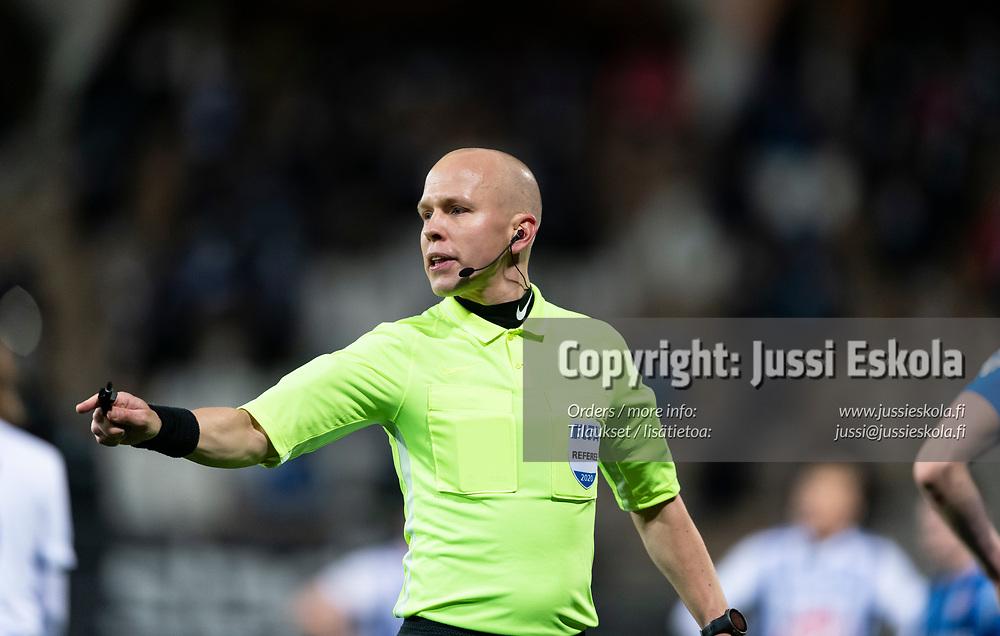 Erotuomari Antti Munukka. HJK - Inter. Veikkausliiga. Helsinki 4.11.2020. Photo: Jussi Eskola