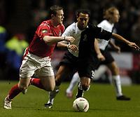 Fotball<br /> Privatlandskamp<br /> England v Nederland<br /> 9. februar 2005<br /> Foto: Digitalsport<br /> NORWAY ONLY<br /> Wayne Rooney is shadowed by Denny Landzaat