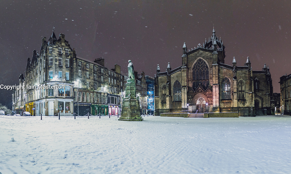 Edinburgh, Scotland, UK. 21 January 2020. Storm Christoph brought overnight snow to Edinburgh. Pic; Snow covered square opposite St Giles Cathedral in Old Town.  Iain Masterton/Alamy Live News