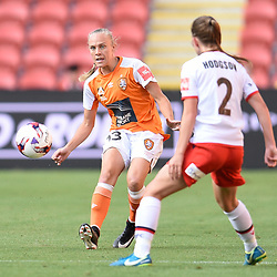 BRISBANE, AUSTRALIA - NOVEMBER 17: Tameka Butt of the Roar passes the ball during the round 4 Westfield W-League match between the Brisbane Roar and Adelaide United at Suncorp Stadium on November 17, 2017 in Brisbane, Australia. (Photo by Patrick Kearney / Brisbane Roar)