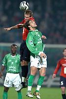 Fotball<br /> Frankrike 2004/05<br /> Lille v Saint Etienne<br /> 30. oktober 2004<br /> Foto: Digitalsport<br /> NORWAY ONLY<br /> JULIEN SABLE (ST-E) / MATHIEU BODMER (LIL)