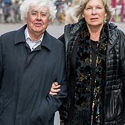 NLD/Amsterdam/20171014 - Besloten  herdenkingsdienst overleden burgemeester Eberhard van der Laan, Geert Mak en partner Mietsie Ruiters