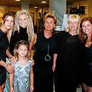 Opening modewinkel Pascha Alkmaar door Leontien Ruiters  met personeel