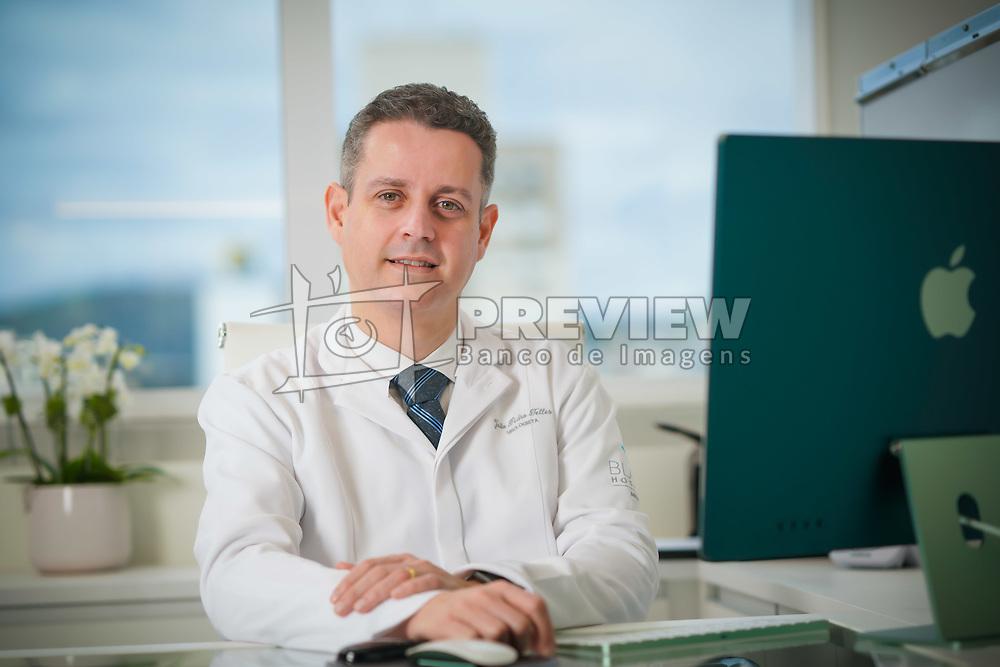 João Pedro Bueno Telles possui graduação em Medicina pela Universidade Federal do Rio Grande do Sul (2003). Posteriormente realizou residencia em Cirurgia Geral e Urologia, cujo termino foi em janeiro de 2009. Atua como urologista nas areas de oncologia, endourologia, infertilidade e incontinencia urinaria. FOTO: Jefferson Bernardes/ Agência Preview